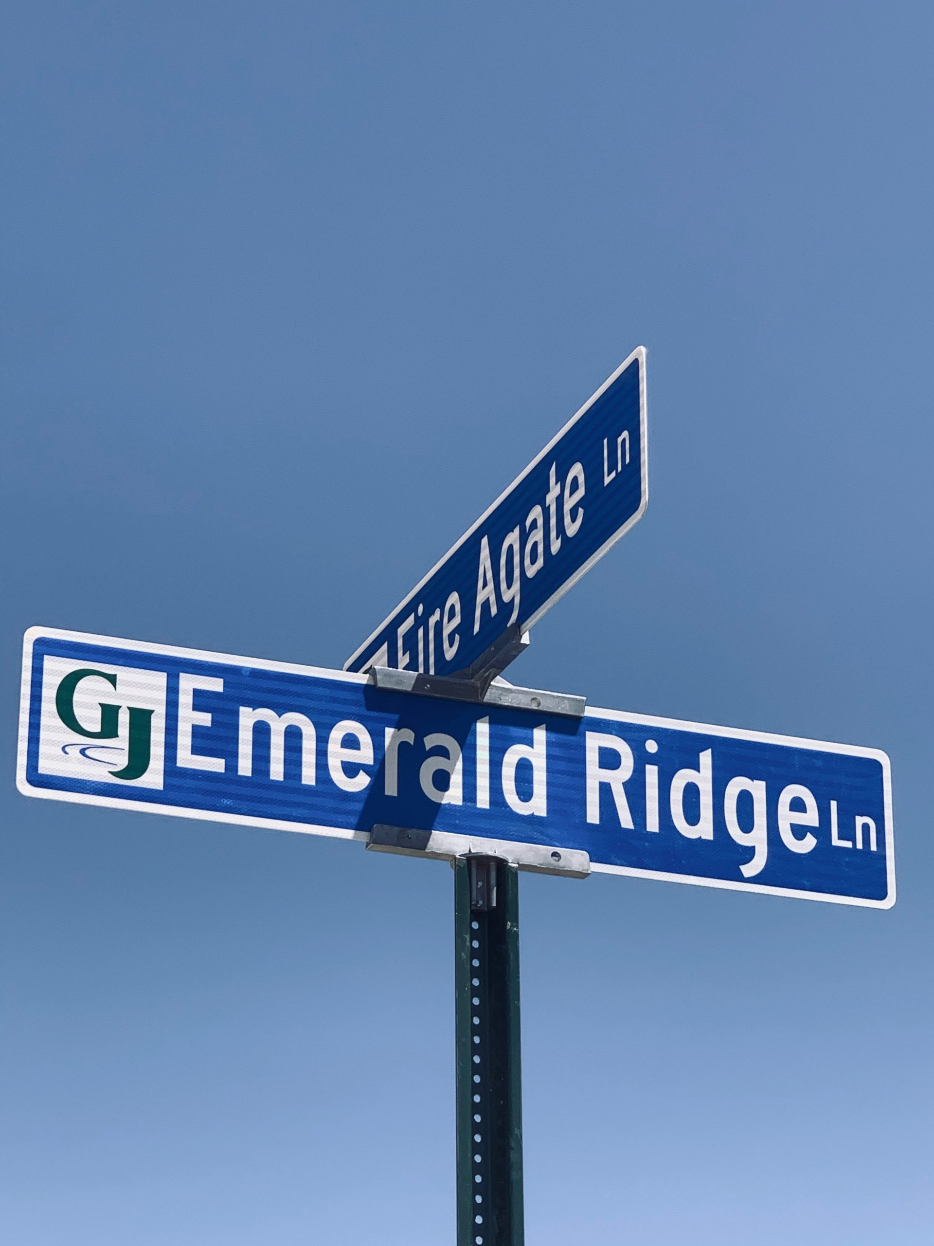 Emerald Ridge Lane and Fire Agate Lane now have street signs!